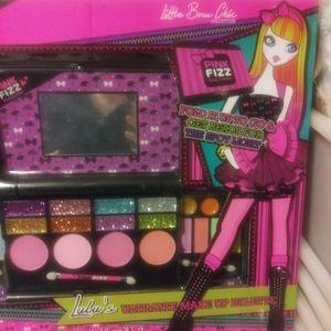 Glam girls makeup palette folded in go